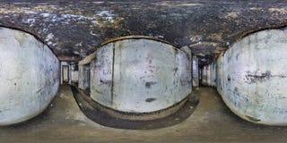 Het volledige naadloze panorama 360 graden van de hoekmening de binnenkant ruïneerde verlaten militaire ondergrondse casematesves royalty-vrije stock foto's