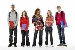 Het volledige Portret van de Studio van de Lengte van Vijf TienerStuden Stock Afbeelding