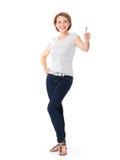 Het volledige Portret van een volwassen gelukkige vrouw met duimen ondertekent omhoog stock foto