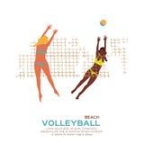 Het volleyball van het strand Het spel van de sport Grappige jonge vrouw met bal Stock Fotografie