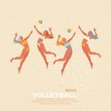 Het volleyball van het strand Het spel van de sport Grappige jonge vrouw met bal Royalty-vrije Stock Afbeeldingen