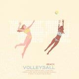 Het volleyball van het strand Het spel van de sport Grappige jonge vrouw met bal Stock Afbeeldingen