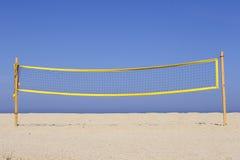 Het volleyball van het strand netto op zandig royalty-vrije stock afbeelding