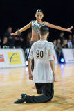 Het volwassen Danspaar voert de Jeugd Latijns-Amerikaans Programma over Baltisch Groot Kampioenschap prix-2106 uit van WDSF Royalty-vrije Stock Fotografie