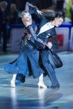 Het volwassen Danspaar voert de Jeugd Standaard Europees Programma over Baltisch Groot Kampioenschap prix-2106 uit van WDSF Stock Afbeelding