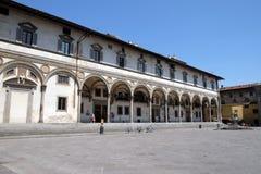 Het vondelingsziekenhuis door Brunelleschi in Piazza SS wordt ontworpen die Annunziata, Florence, stock foto's