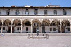 Het vondelingsziekenhuis door Brunelleschi in Piazza SS wordt ontworpen die Annunziata, Florence, royalty-vrije stock foto's