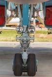 Het voor landingsgestel van militaire vliegtuigen stock foto's