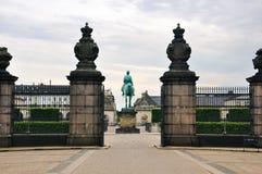 Het vooraanzicht van het Christianborgpaleis in Kopenhagen, Denemarken stock afbeelding