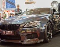 Het vooraanzicht van de auto van BMW M6 op de auto van Belgrado toont Stock Afbeelding