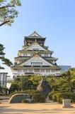 Het vooraanzicht van Osaka Castle, Japan Stock Foto's