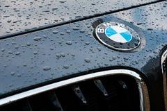 Het vooraanzicht van prestige, het Duits maakte sportwagen die detail van het traliewerk en het naamkenteken tonen royalty-vrije stock afbeeldingen