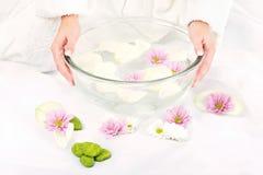 Het voorbereiden van bloemblaadjebad Royalty-vrije Stock Foto