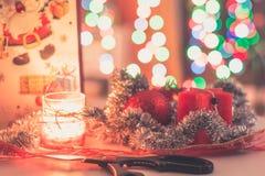 Het voorbereiden van de Kerstmisgiften Stock Afbeeldingen