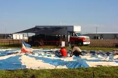 Het voorbereiden van de Tent van het Circus Stock Afbeeldingen