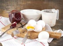 Het voorbereiden van een deeg/een beslag voor koekjes Stock Afbeelding