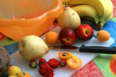 Het voorbereiden van Fruitsalade I Royalty-vrije Stock Afbeelding