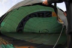 Het voorbereiden van hete luchtballon Royalty-vrije Stock Afbeeldingen
