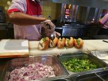 Het voorbereiden van sandwiches Royalty-vrije Stock Foto's