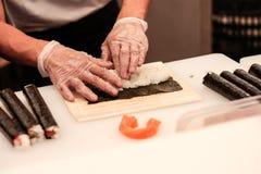 Het voorbereiden van sushi Stock Foto