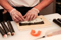 Het voorbereiden van sushi Royalty-vrije Stock Afbeeldingen