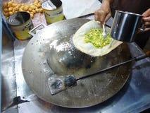 Het voorbereiden van traditionele martabakkeuken Stock Foto