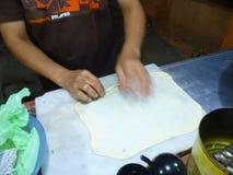 Het voorbereiden van traditionele martabakkeuken Royalty-vrije Stock Foto's