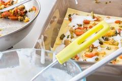Het voorbereiden van vegetariër gebakken lasagna's Royalty-vrije Stock Fotografie