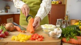 Het voorbereiden van voedsel stock videobeelden