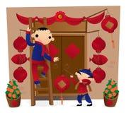Het voorbereiden van voordeurdecoratie voor de Chinese Nieuwjaar komst Royalty-vrije Stock Foto's