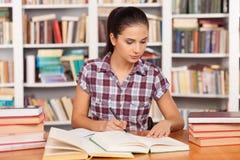 Het voorbereidingen treffen aan de examens. royalty-vrije stock afbeeldingen