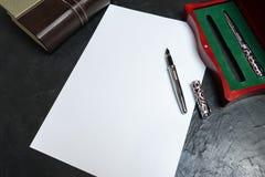 Het voorbereidingen treffen om de wil te schrijven Plaats voor uw tekst royalty-vrije stock foto