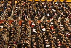 Het voorbereidingen treffen om hun diploma's te ontvangen Royalty-vrije Stock Fotografie