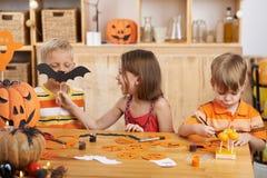 Het voorbereidingen treffen voor Halloween stock foto's