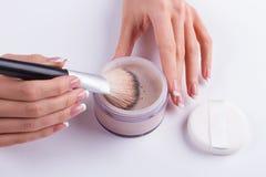 Het voorbereidingen treffen voor make-up Royalty-vrije Stock Afbeeldingen