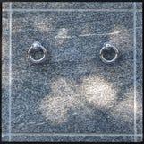 Het voordeel van de granietcrypt met de handvatten van de metaalring in cemeter Stock Foto's