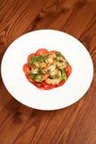 Het voorgerecht van de garnaal met tomaten Stock Afbeeldingen