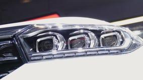 Het voorlicht van de auto stock videobeelden