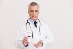 Het voorstellen van gloednieuwe geneesmiddelen. Royalty-vrije Stock Foto