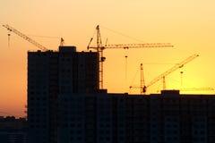 Het voortbouwen op de zonsondergang Stock Foto