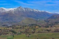 Het Vooruitzicht van de kapiteinsweg, die een overweldigende mening van het omringen van bergketen aanbieden stock fotografie