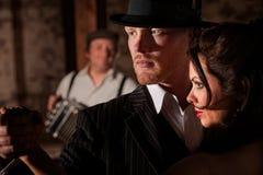 Het Vooruitzien van de Dansers van de tango stock foto's