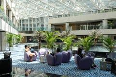 Het vorstelijke binnenland van het Luchthavenhotel stock afbeeldingen