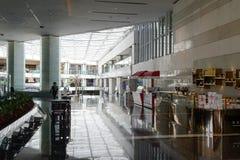 Het vorstelijke binnenland van het Luchthavenhotel royalty-vrije stock afbeeldingen