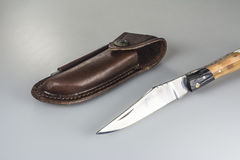 Het vouwen van mes met de zak en de slijper van de leerreis Royalty-vrije Stock Foto's