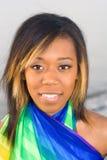 Het vreedzame meisje van de Eilandbewoner in kleurrijke sarongen stock afbeelding
