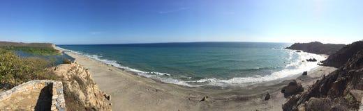 Het vreedzame Oceaanestuarium van de menings panoramische duidelijke oceaanlagune Stock Foto