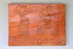 Het vreedzame teken van Eilandbewoner mannelijke en vrouwelijke toiletten stock fotografie