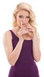 Het vrij blonde drinkwater van het haarmeisje Royalty-vrije Stock Foto's