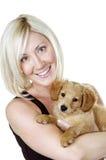 Het vrij Blonde Puppy van de Holding Royalty-vrije Stock Fotografie